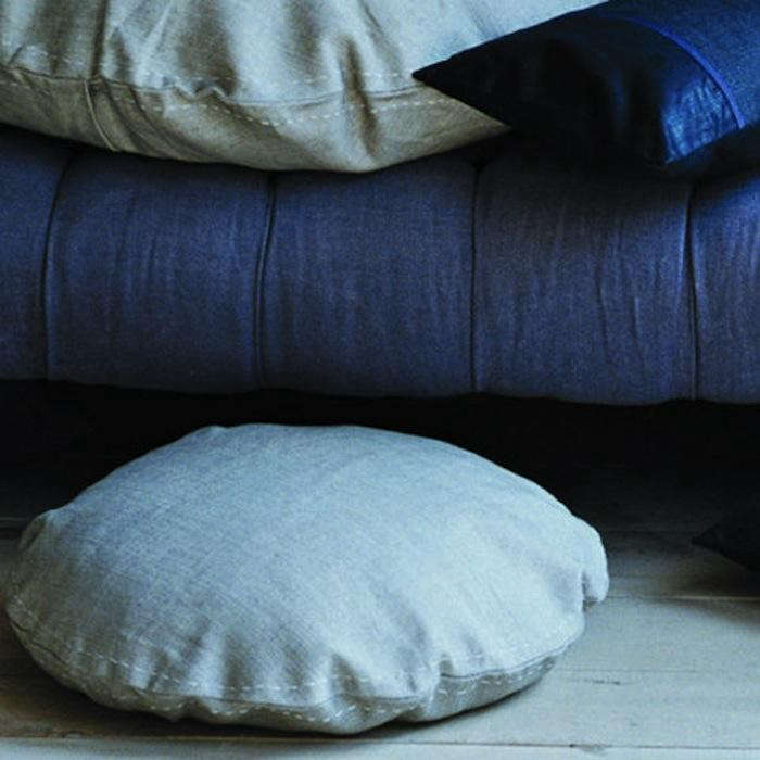 700_round-pillow-large-canvasstore1