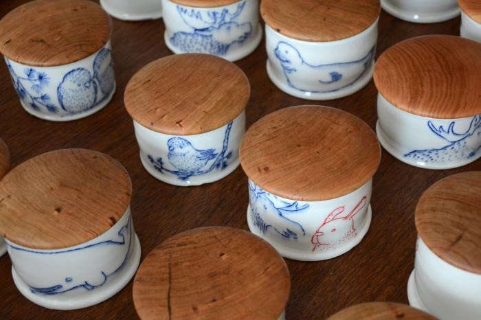 700_salt-cellars-wooden-tops