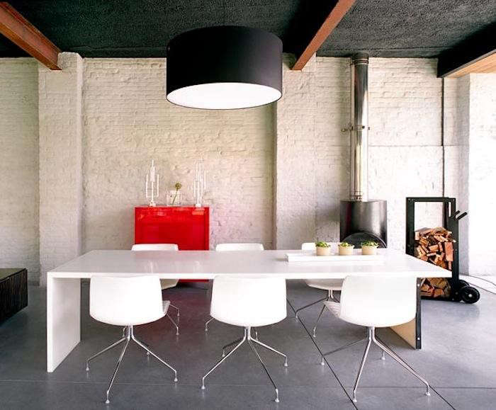 700_white-table-candlesticks-red-lights