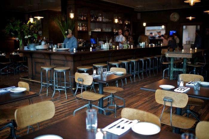 700_woodlands-bar-scene