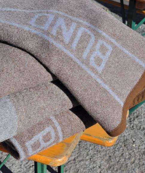 biergarten-bund-blanket-pile