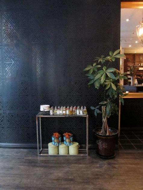 min-apothecary-black-wall