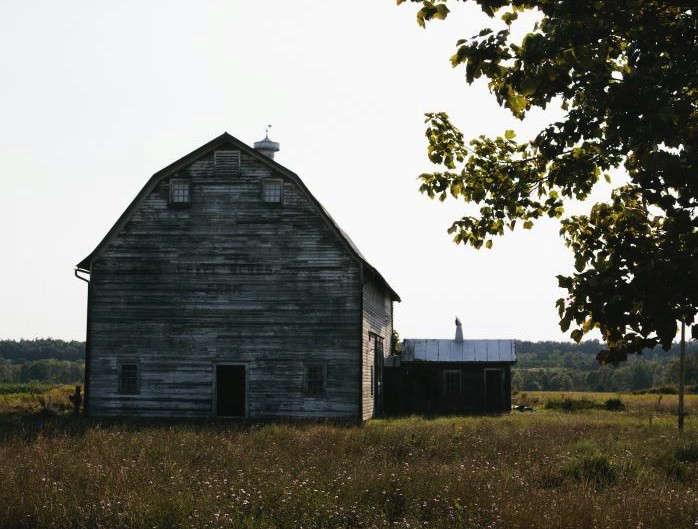 700-nicole-franzen-hudson-barn-crop