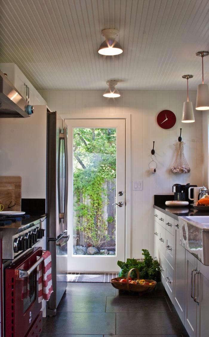 700_amy-alper-red-and-white-kitchen