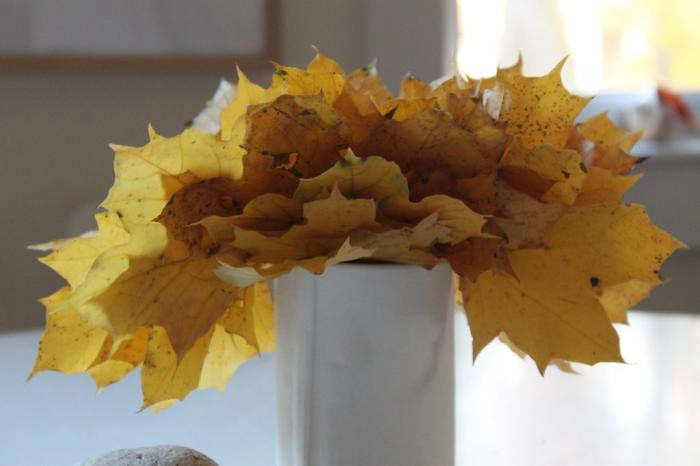 700_bright-leaves-design-skool-yellow