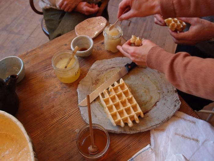 700_cecile-daldier-sharing-waffles