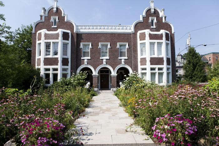 700_nicole-franzen-echinacea-building