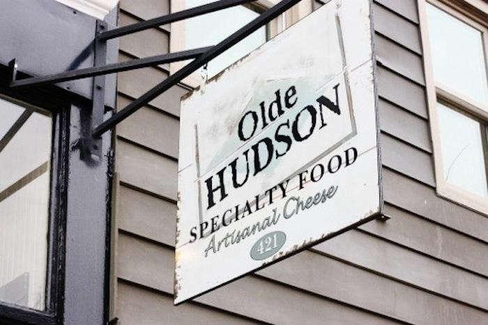 700_olde-hudson-shop-sign