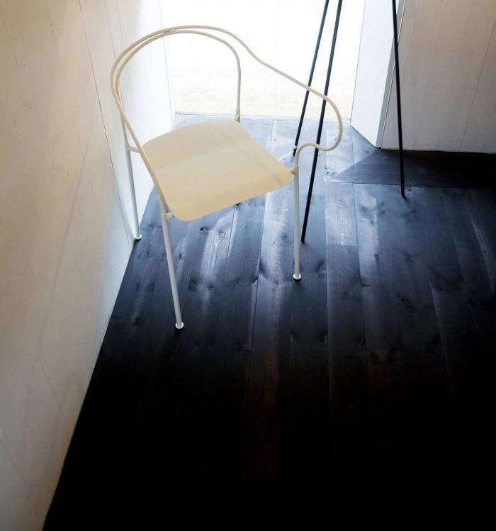 700_osthang-house-black-floors