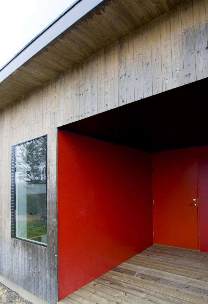 700_osthang-house-sweden-red-accent