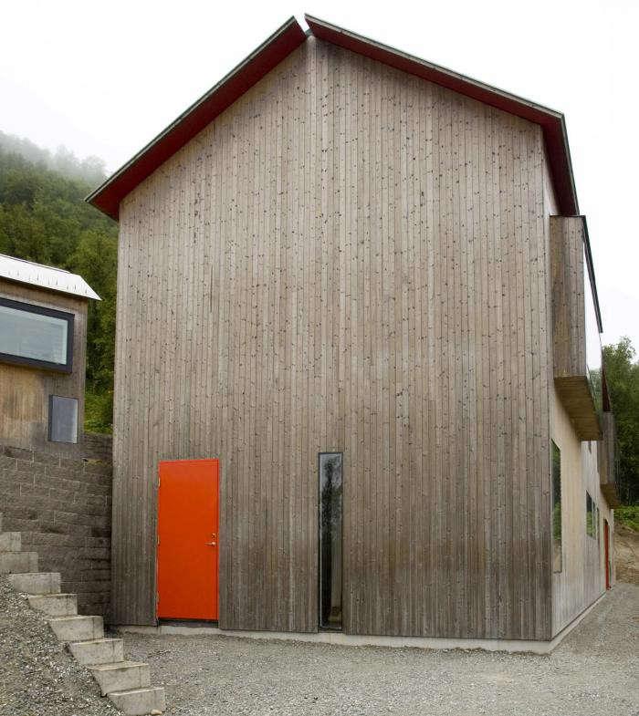 700_osthang-house-sweden-red-door