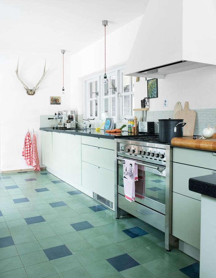 700_remodelista-steal-this-look-hellen-van-berkel-kitchen-01-jpeg
