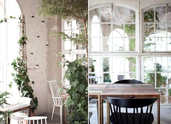 700_restaurant-host-vines-rough-table