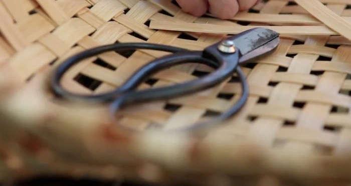 700_woven-basket-scissors