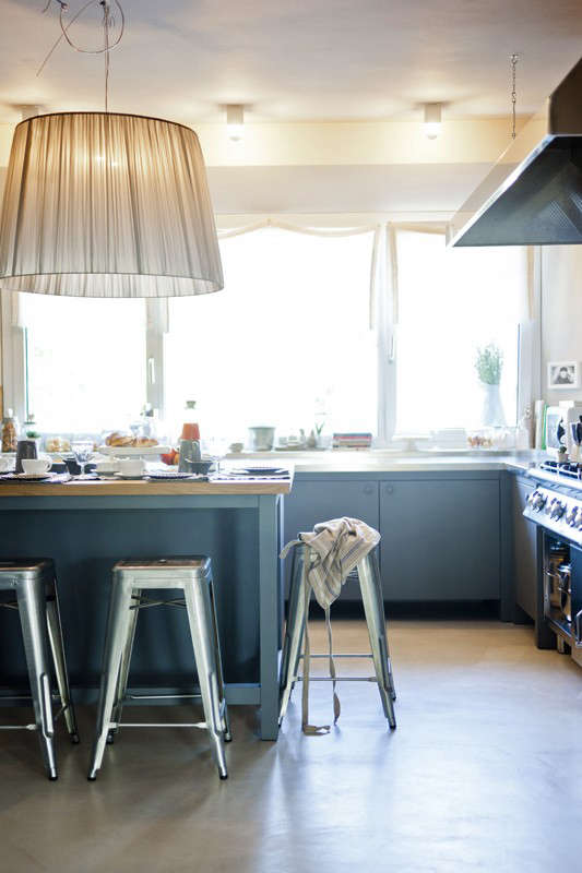 maletesta-maison-blue-kitchen