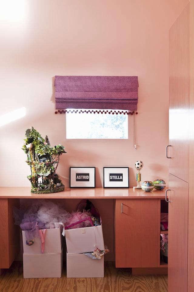 desk-of-lola-103