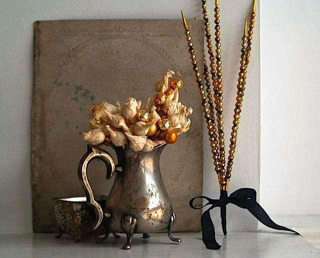 rm-vintage-vignette-by-5-gardenias