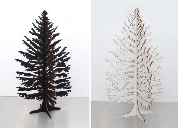 700_black-and-white-christmas-tree