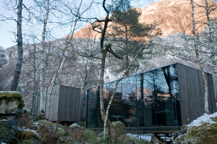 700_juvet-landscape-hotel-in-norway-glass-box-wtih-mountain-views