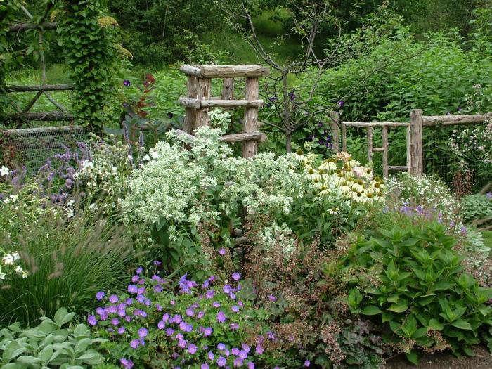 700_leva-garden-fencing