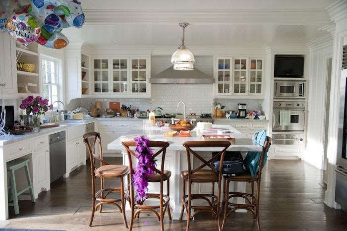 700_this-is-40-kitchen-universal