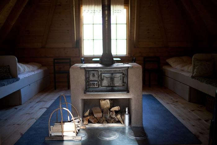 700_urnatur-cabins-in-sweden-interior-wood-burning-stove