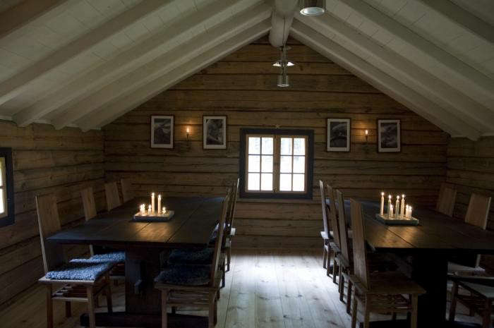700_urnatur-cabins-in-sweden-rustic-dining-room