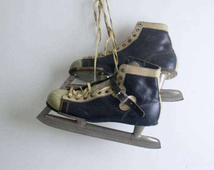 700_vintage-hockey-skates-size-8-jpeg