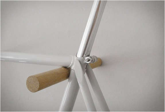 minimal-wooden-bike-hook-4