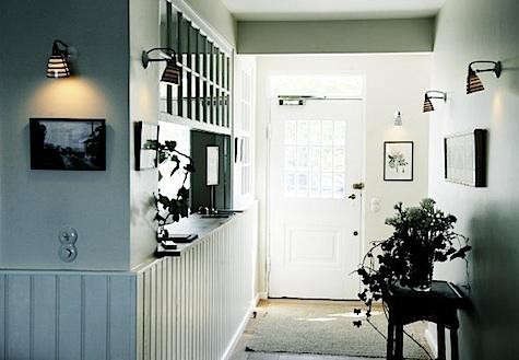 helenekilder%20entryway%20with%20striped%20lights
