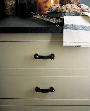 black glass cabinet pulls 1