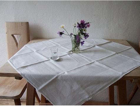 pension%20briol%20table%20with%20flowers