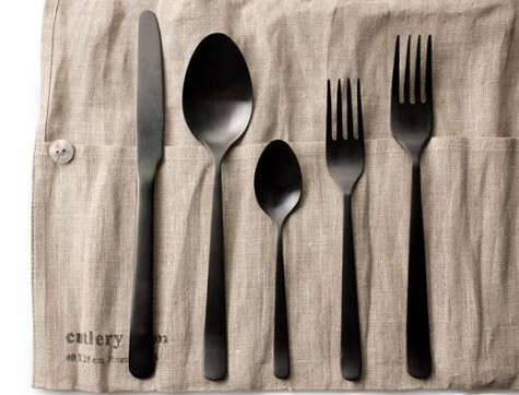 almoco-black-flatware-on-fog-linen