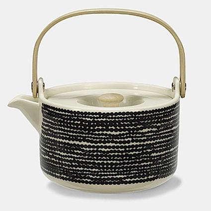 Oiva-bw-teapot