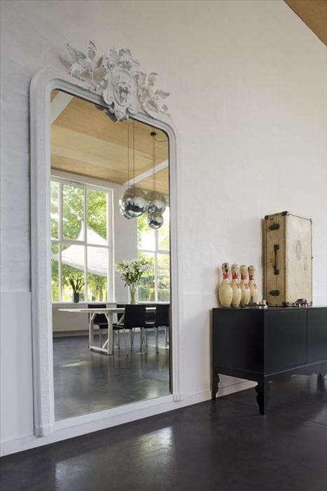white-mirror-owi