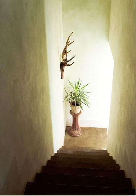 italy-white-hallway