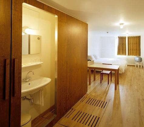 lloyd-hotel-bath-sliding