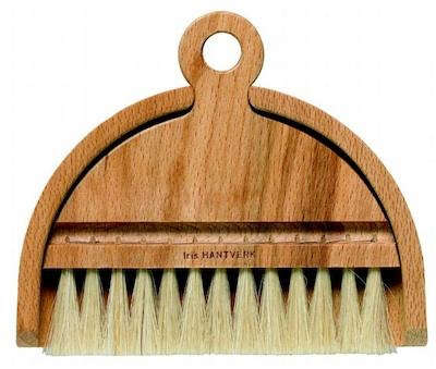 iris-hantverk-table-brush