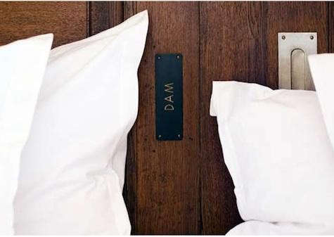 story-hotel-bed