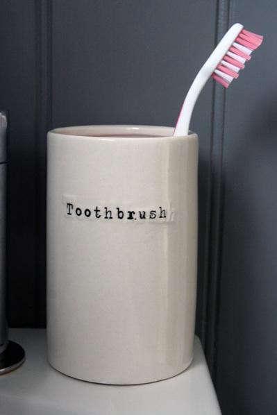 toothbrush-porcelain