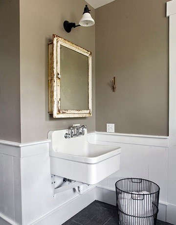 vintage-bath-from-country-living