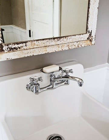 vintage-bath-wall-mounted-faucet