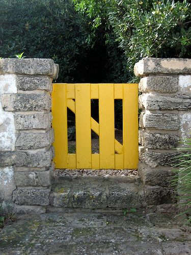 yellow-gate-flickr