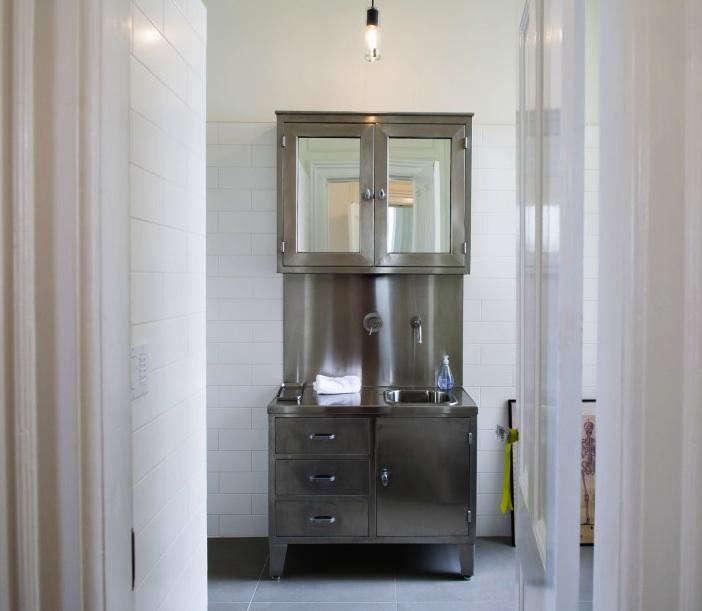 industrial-sink-cabinet-DIY