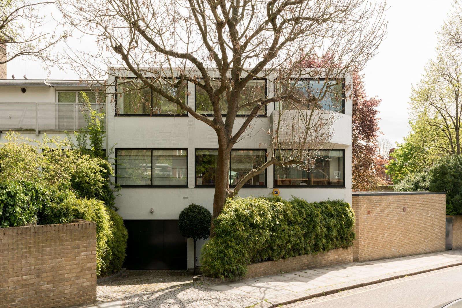 london facade driveway no lawn brick wall gardenista