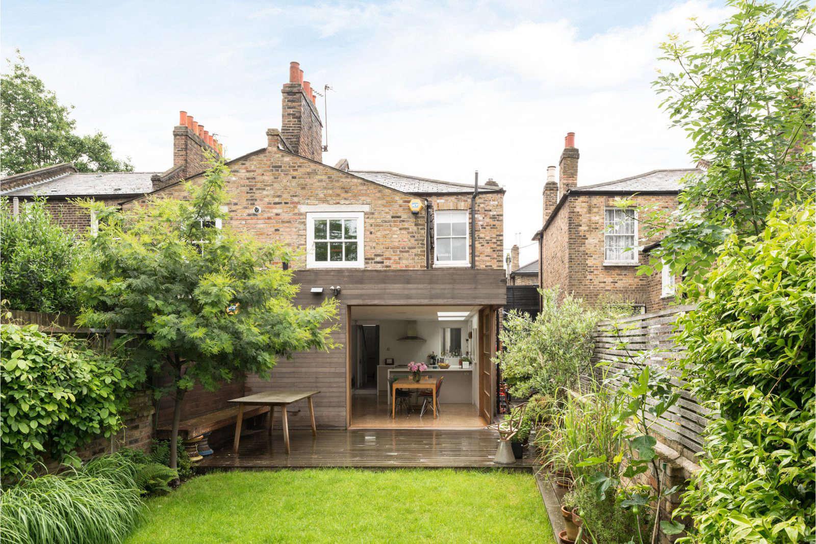london-garden-mapledene-road-the-modern-house