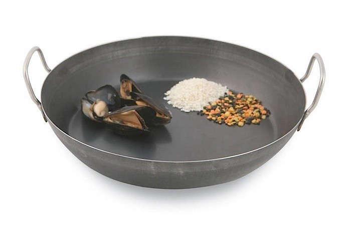 paella-pan-paderno-world-cuisine