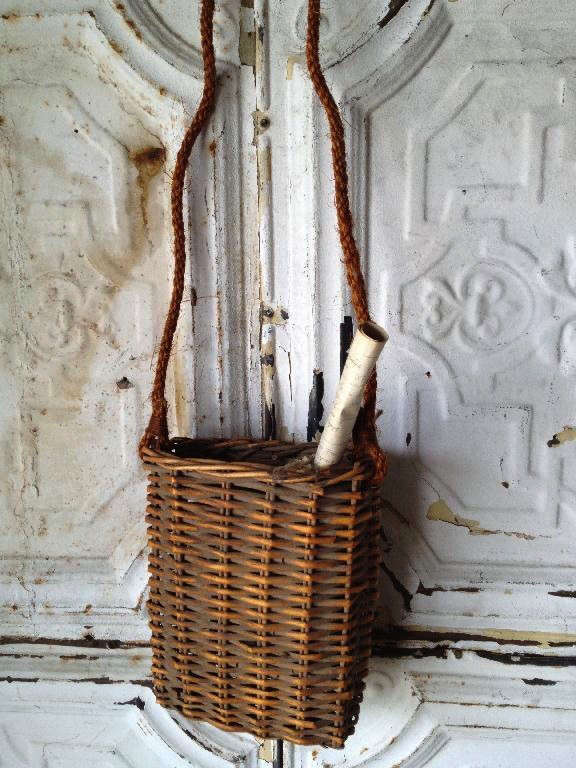 wicker-basket-rope-handle-remodelista