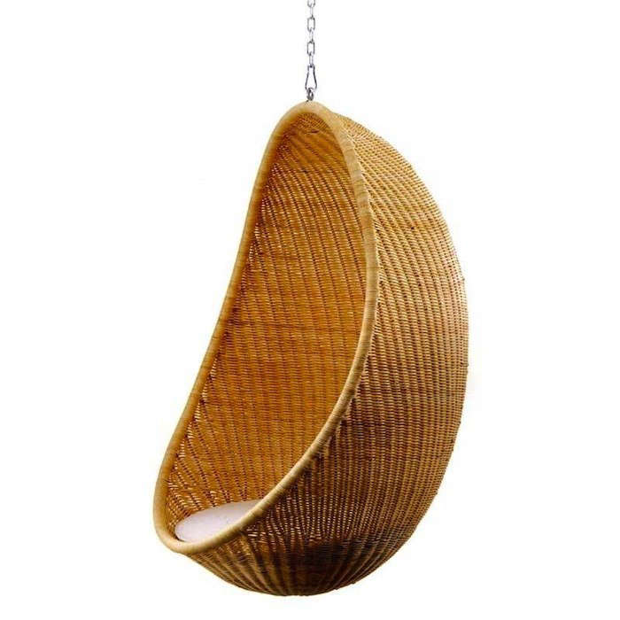 10 easy pieces hanging chairs gardenista for Suspended egg chair