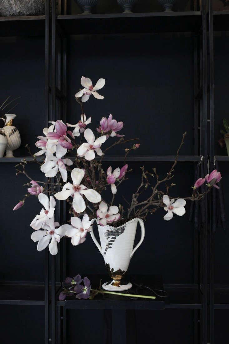 Sophia_Moreno_Bunge_Emily_Thompson_Gardenista_Seasonal_Arrangement_Structure